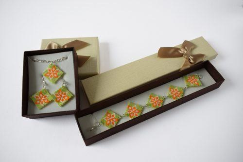 Virágos ékszerszett – világoszöld-narancs-fehér/Flowered jewellery set - light green-orange-white