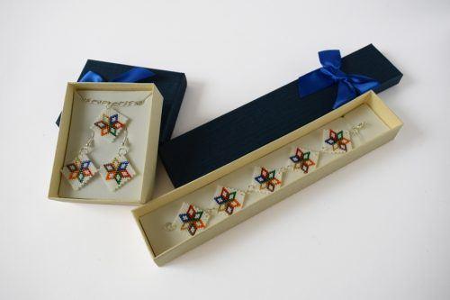 Virágos ékszerszett – fehér-sokszínű/Flowered jewellery set - white-multicolor